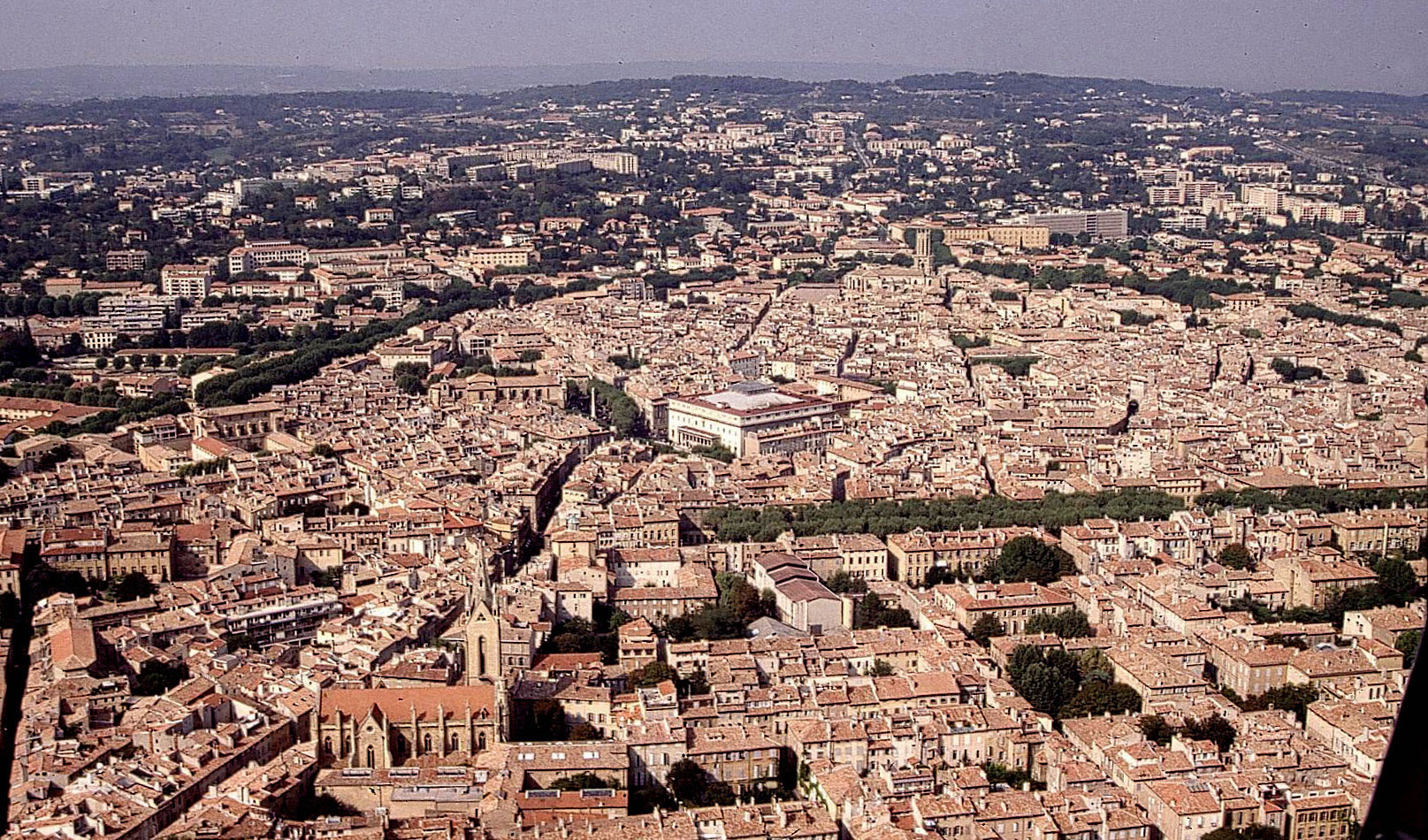 Aix en provence fait le plein d talement urbain - Piscine plein air aix en provence ...